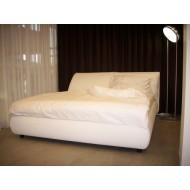 Designová postel MALOU